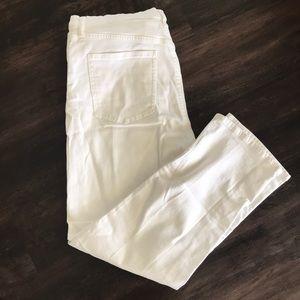 Uniqlo boyfriend jeans in white. Size 32.